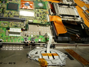 Panasonic CF-T2 を分解する